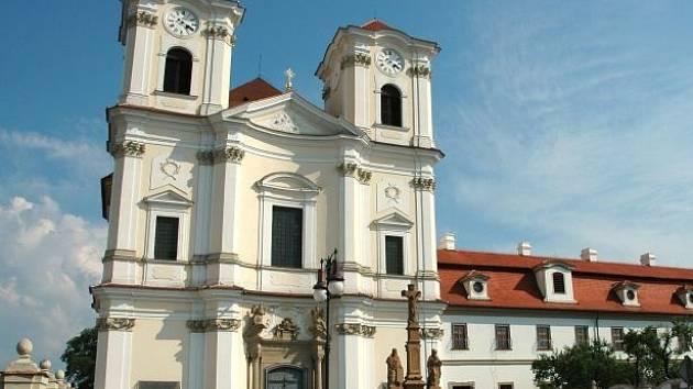 Kostel Svatých Andělů strážných ve Veselí nad Moravou. Ilustrační foto.