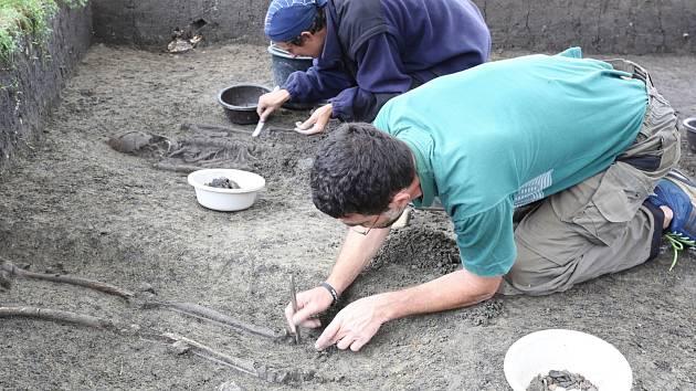 Archeologové objevili zajímavé nálezy ve velkomoravském areálu u Mikulčic.