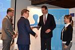 Cenu za Nejpřívětivější úřad 2019 převzal ve středu v podvečer starosta Libor Střecha v Olomouci z rukou zástupců Ministerstva vnitra.