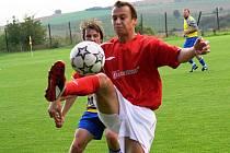 Mezi klíčové hráče Mikulčic patří i rychlonohý forvard Petr Zábranský (v červeném).