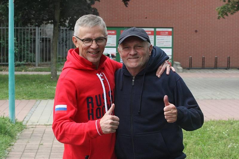 Hráčský agent Jaroslav Zídek (vpravo) s hvězdným Igorem Larionovem v Hodoníně.