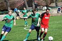 Mladší dorostenci Hodonína (v červených dresech) doma porazili HFK Olomouc 3:2.