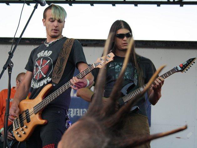 Domácí kapela Glejt v Dubňanech na Agrofestu.