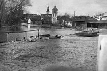 Zátoka řeky Moravy, kde se také koupalo.