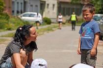 Hlídání dětí v Mikulčicích po tornádu.
