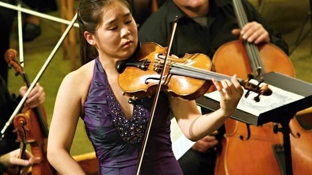 Esther Yoo vystoupí ve Svatobořicích-Mistříně už podruhé.