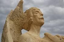 V pátek večer se stovky lidí zúčastnily vernisáže už devátého sochařského sympozia v Lužicích