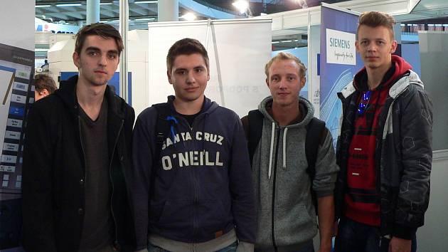 Soutěže v programování se zúčastnili žáci čtvrtého ročníku Střední školy Strážnice ve složení Jan Martinek, Lukáš Kňourek, Patrik Potrusil a Martin Uhlík.