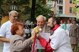 Starostka Sokolské župy Slovácké Vladimíra Potůčková při předsletové štafetě v Hodoníně.