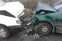 Nehoda dvou osobních aut mezi Dolními Bojanovicemi a Starým Poddvorovem.
