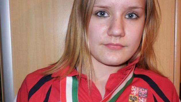Dvanáctiletá stolní tenistka Dubňan Barbora Blechová skončila na prestižním mezinárodním turnaji mládeže Joola Hungaria mini cadet open bronzovou medaili.