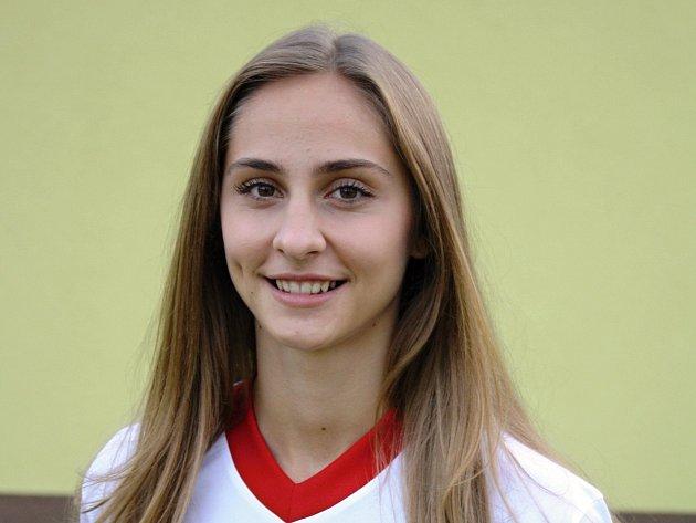 Devatenáctiletá spojka Veselí nad Moravou Jana Šustková (na snímku) je jednou z klíčových hráček českého juniorského výběru v kvalifikaci o postup na mistrovství Evropy 2017.