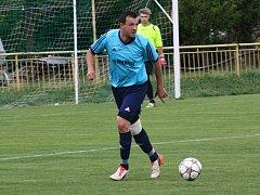 Milotický středopolař Robin Habáň se v derby s Dubňany zapsal mezi střelce. Když ve 45. minutě s přehledem proměnil pokutový kop.