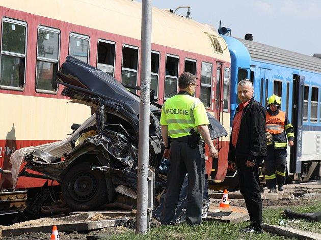V Kyjově na železničním přejezdu u místních Šroubáren došlo ve středu dopravní nehodě. Řidič srážku s vlakem nepřežil