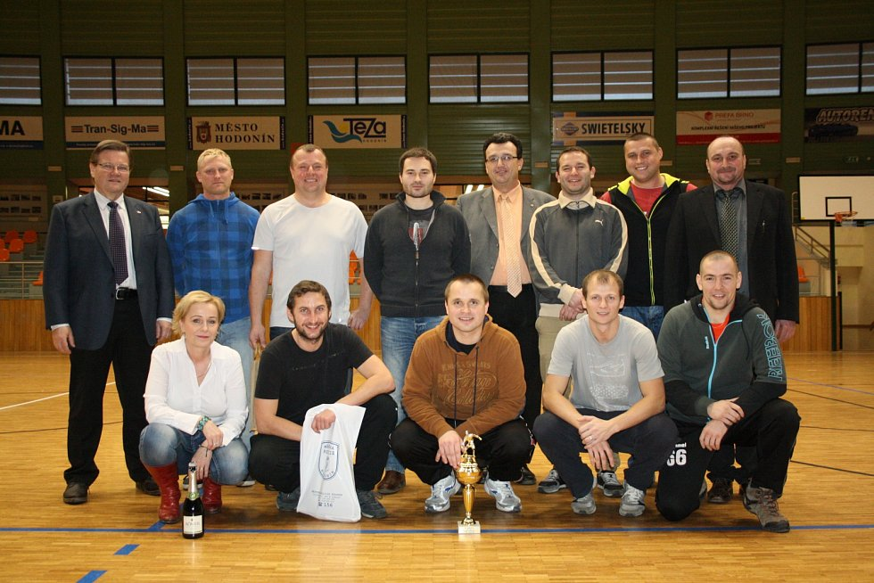 Osmý ročník Memoriálu Zdeňka Jüstela ovládli strážníci z Chotěboře. Pořádající Městská policie Hodonín skončila ve sportovní hale TEZA v konkurenci pěti týmů třetí.