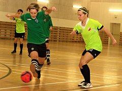 Fotbalistky divizního Vlkoše (v zelených dresech) se společně s dalšími moravskými a slovenskými týmy představí na halovém turnaji v Kyjově.