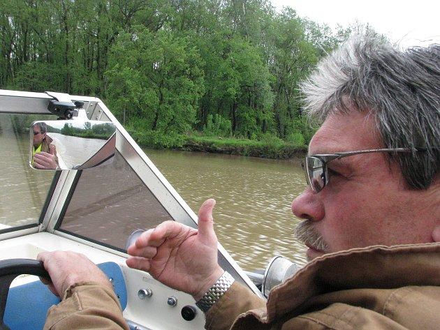 František Ondruš na řece Moravě.