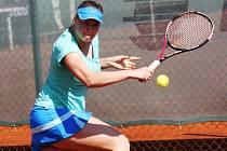 TCP Kyjov nestačil na TC MJ-Tenis Brno B. Týmu, který sídlí za Lužánkami, doma podlehl 3:6. Největší hvězdou svátečního zápasu byla hostující hráčka Klára Fabíková.