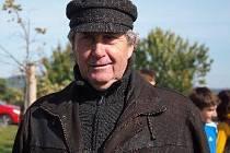 Dlouholetý sekretář AK Mikulčice Jan Bělohoubek v neděli 7. června oslavil pětašedesát narozeniny.