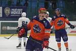 Hodonínští hokejisté (oranžové dresy) v úterním přípravném zápase porazili Tábor 5:1