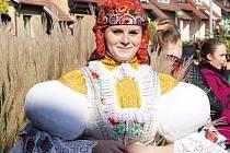 Veselská křídelnice Kateřina Novotná našla zálibu i ve folkloru. Třiadvacetiletá házenkářka se v rodném Uherském Hradišti podílí na přípravě hodů, fašaňku nebo Slavností vína. V kroji udržuje i další slovácké zvyky.