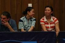 Mai Gejie (vpravo) bude mít v Břeclavi čínskou nástupkyni.