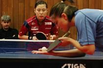 Shi Dan při superligovém utkání s maďarskou reprezentantkou Pergelovou