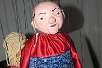 Občanské sdružení Futra z Velké nad Veličkou vloni začalo s opravou šestadvaceti marionet. Za sebou má jednu pohádku a chystá se secvičit druhou.