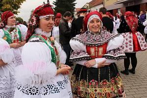 Tradiční hody ve Vracově si ani letos nenechají ujít stovky krojovaných.