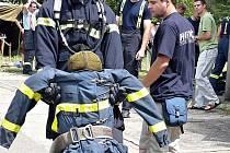 Jeden ze žeravických dobráků v soutěži Nejtvrdší hasič přežije.