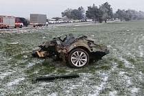 Krátce před třetí hodinou odpolední se na hlavním tahu z Břeclavi do Hodonína u Mikulčic srazilo BMW s volkswagenem.