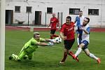 Fotbalisté Hodonína (v červených dresech) doma nezvládli další duel a po remíze s Polnou 1:1 klesli v divizní tabulce na druhé místo.