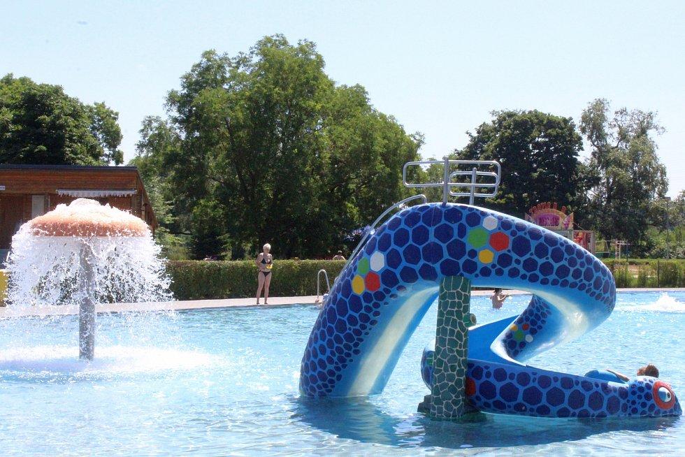 Hodonínské letní koupaliště se v pátek otevřelo. Sezona 2021 začíná.
