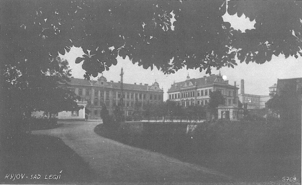 Historický pohled z městského parku, tehdejších sadů Legií.