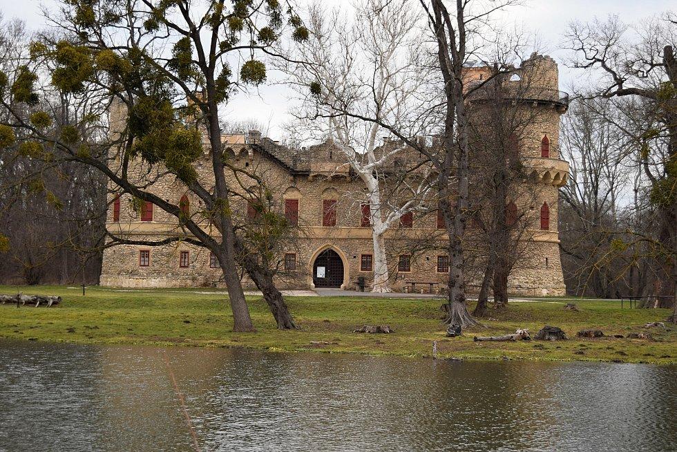Umělá zřícenina z 19. století Janův hrad je součástí Lednicko-valtického areálu, nachází se v katastru Podivína.