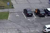 Záběry z kamery u hotelu Rozkvět ve Veselí nad Moravou, kde se ve středu kolem poledne stala dopravní nehoda.