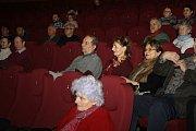 Moravskou premiéru dokumentu o Češích, kteří za totality odešli do Kanady, uvedli v kyjovském kině Panorama režisér Tomáš Kubák, produkční Martina Fialková a kandidátka na honorární vicekonzulku v Kanadě Lenka Storzer.