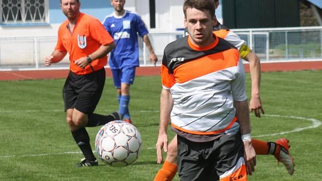 Záložník Dominik Kuchař (na snímku) asistoval Martinu Riedlovi při vítězné brance. Fotbaisté Kyjova doma zdolali Velkou nad Veličkou 1:0.