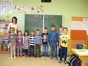 Žáci první třídy ze ZŠ a MŠ v Kyjově –  Bohuslavicích s paní učitelkou Jovankou Rybovou.