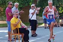 Nejstarším běžcem v Lipově byl nestárnoucí vytrvalec z Veselí nad Moravou Květoslav Hána (na snímku), kterému nevadilo ani velké vedro.