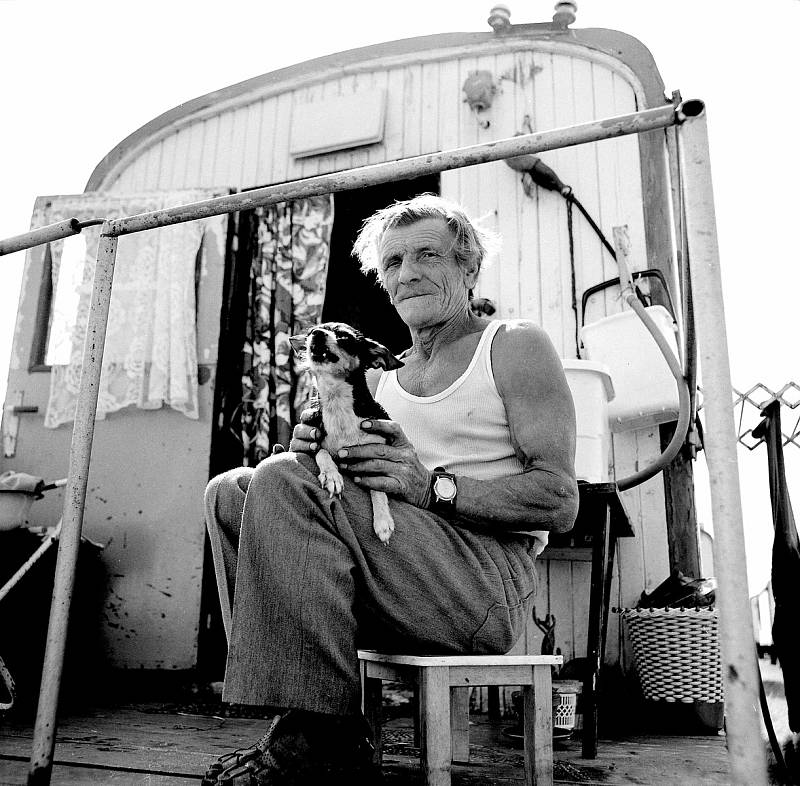Život lidí z maringotek zachytil fotograf Josef Petrica.