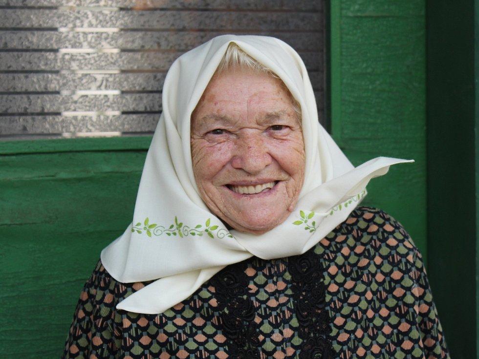 Nejstarší obyvatelka obce, víchernice, folkloristka i vyšívačka krojů Růžena Komosná z Dolních Bojanovic zemřela ve věku 99 let.