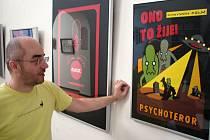 Kurátor hodonínské galerie Jan Buchta ukazuje novou výstavu komiksu.