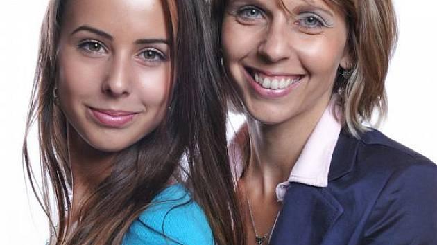 Finalistky Missis 2012 Darmar a Adéla Kožinovi.