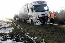 Kamion se skoro převrátil u Moravského Písku.