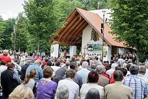 Na pouť ke cti svatého Antonína zamířily v neděli dopoledne tisíce lidí. Archivní snímek