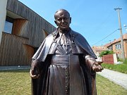 V Bukovanech kromě kaple zasvěcené svatému Janu Pavlovi II. nyní stojí také jeho socha. Autorem více než dvoumetrového díla je akademický sochař Radim Hanke ze Zlína. Požehnal ji arcibiskup olomoucký Jan Graubner.