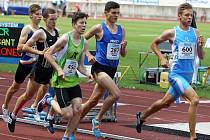 Jakub Škojec se měl na mistrovství České republiky poprat o postup do nedělního finále. Časté kontakty, změna rytmu běhu a výsledný čas 2:01,05 minuty ho o vysněné finále připravily.