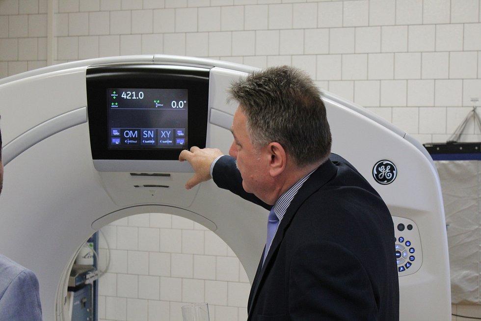 Nová hybridní kamera SPEC/CT slouží pacientům v hodonínské nemocnici. Její nákup vyšel na dvacet milionů korun, stavební úpravy na dalších pět.