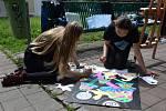 Žáci a studenti škol z Hodonína ze Slovenska se sešli na Výtvarném sympoziu před stadionem v Hodoníně.